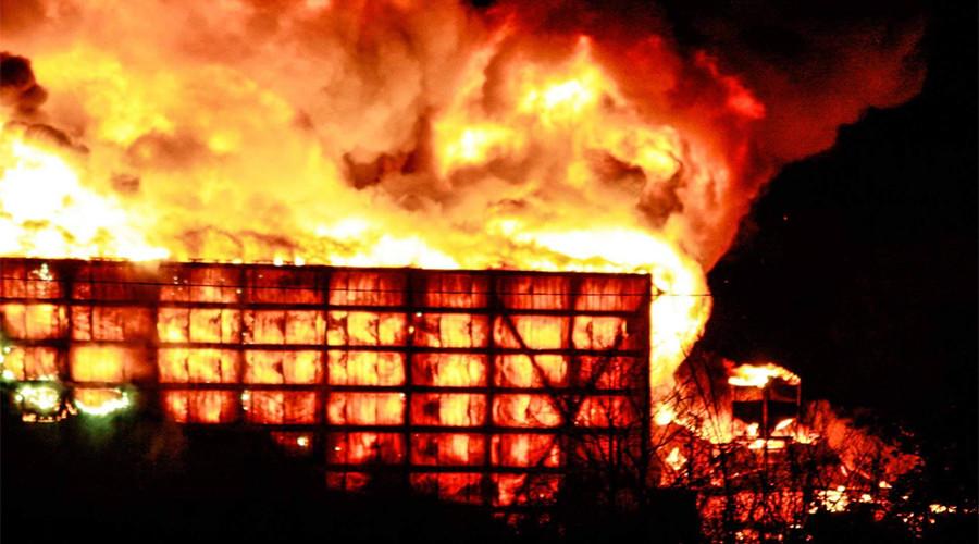 huge fire engulfs warehouse in perryville missouri photos videos