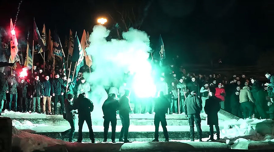 Ukrainian ultra-nationalist Azov battalion stages torch-lit march in Kharkov (VIDEOS)