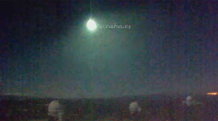 Bright moon arising: Huge fireball recorded crossing night sky over Spain (VIDEOS)