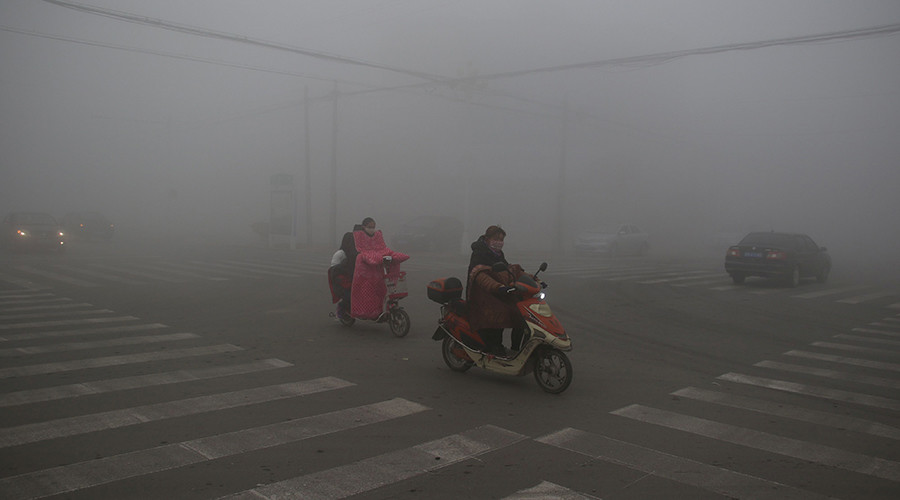 Shrouded in smog: 5-day pollution 'red alert' declared in Beijing (PHOTOS)