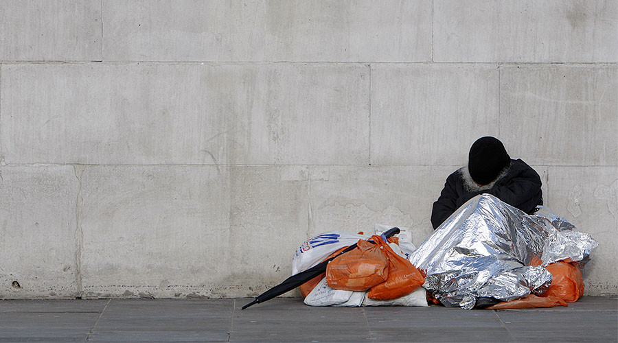 Kicked, flashed, & peed on: Homeless Brits suffer in silence for Christmas