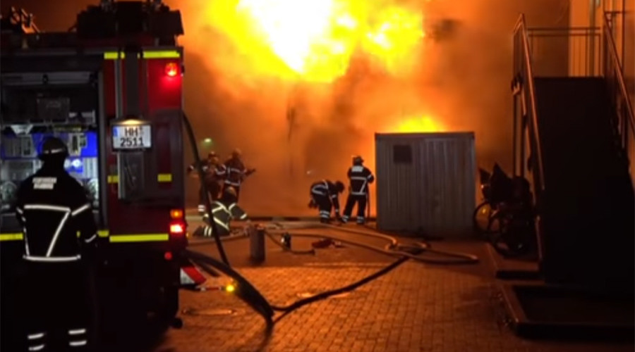 Blaze destroys 28 containers sheltering refugees in Hamburg (VIDEO)
