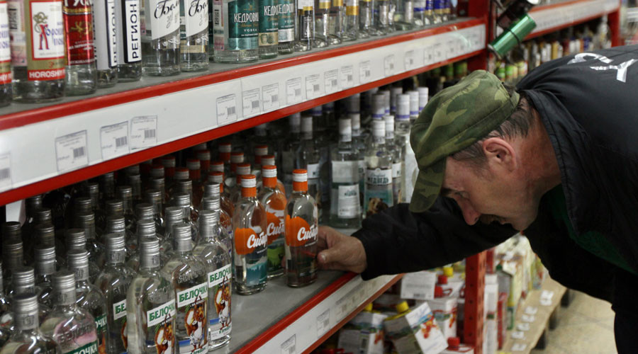 Most Russians want govt to raise minimum alcohol-purchase age