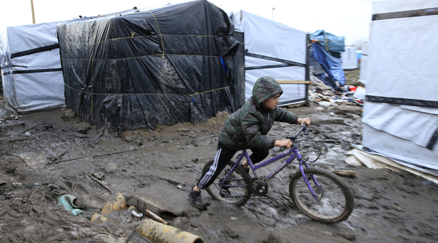 Calais refugee children sue UK govt for neglect