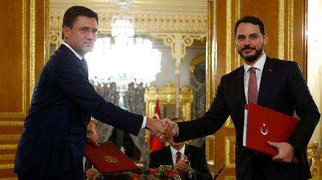 Russian Energy Minister Alexander Novak (L) shakes hands with his Turkish counterpart Berat Albayrak after signing an agreement in Istanbul, Turkey, October 10, 2016. © Osman Orsal