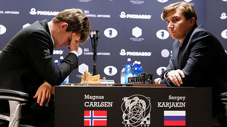 Magnus Carlsen, of Norway, reacts at his match with Sergey Karjakin, of Russia, during their round 5 of the 2016 World Chess Championship in New York U.S., November 17, 2016. © Shannon Stapleton