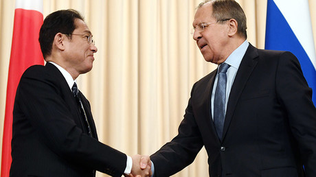 Russian Foreign Minister Sergey Lavrov, right, and Japanese Foreign Minister Fumio Kishida © Evgeny Biyatov