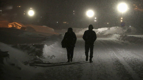 FILE PHOTO: Refugees walk to their camp at a hotel touted as the world's most northerly ski resort in Riksgransen, Sweden © Ints Kalnins