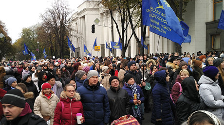 Protest against high utility rates and for teachers' pay rise outside Verkhovna Rada in Kiev. © Alexey Vovk