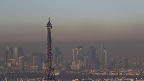 A small-particle haze hangs above the skyline, with the Eiffel Tower and the La Defense business district that is seen in the distance, in Paris, France, December 1, 2016. © Philippe Wojazer