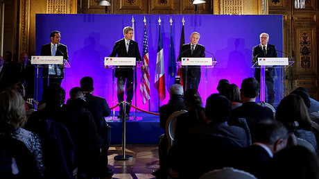 Qatari Foreign Minister Sheikh Mohammed bin Abdulrahman Al Thani, U.S. Secretary of State John Kerry, France's Foreign Minister Jean Marc Ayrault, and German Foreign Minister Frank-Walter Steinmeier (L-R) attend a news conference, Paris, France December 10, 2016. © Benoit Tessier