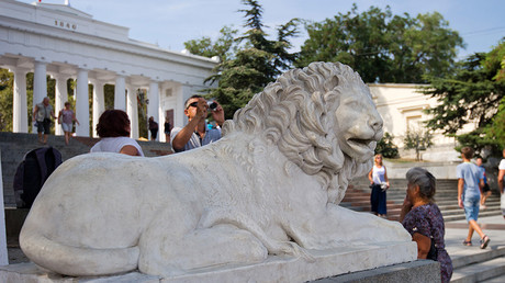 A marble lion on the Count Pier in Sevastopol © Sergey Malgavko