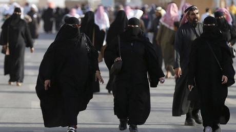 Saudi women no longer need male permission to start business