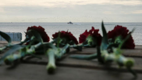 Flowers on a pier near the crash site of a Russian military Tu-154 plane, which crashed into the Black Sea on its way to Syria on Sunday, in the Black Sea resort city of Sochi, Russia, December 26, 2016 © Maxim Shemetov