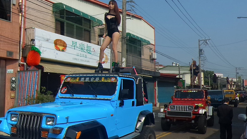 50 Taiwanese pole dancers escort 76yo politician's funeral procession (VIDEO)