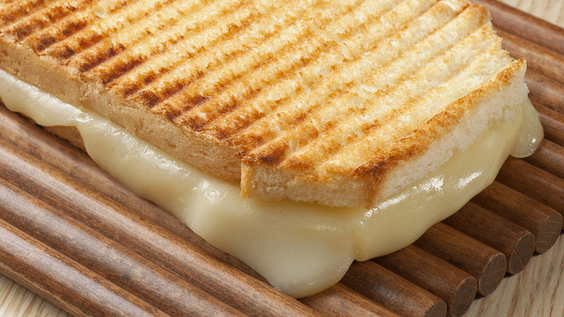 Hangry? Grilled cheese sandwich dispute ends in 3hr police standoff