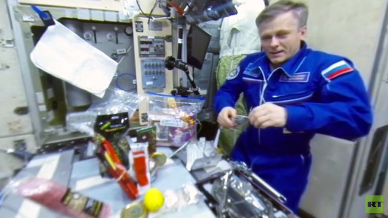 RT Space 360: Celebrating New Year's 16 times & '360 degrees of happiness from ISS' (VIDEO)