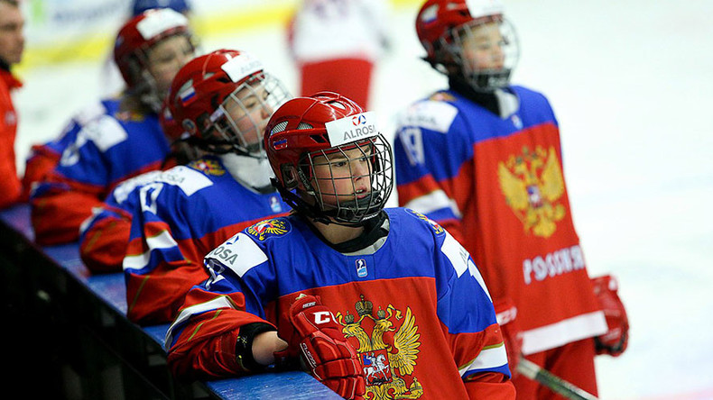 Russian U18 women's hockey team silences booing stands by embracing & singing anthem (VIDEO)