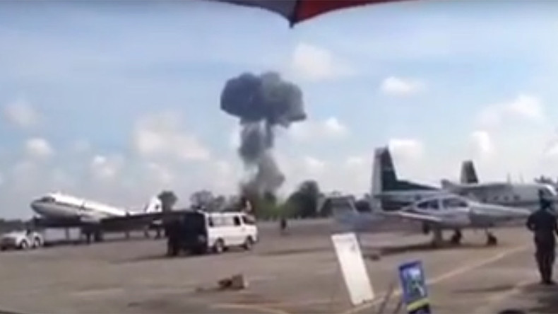 Fighter jet crashes at airshow for kids in Thailand (VIDEOS)