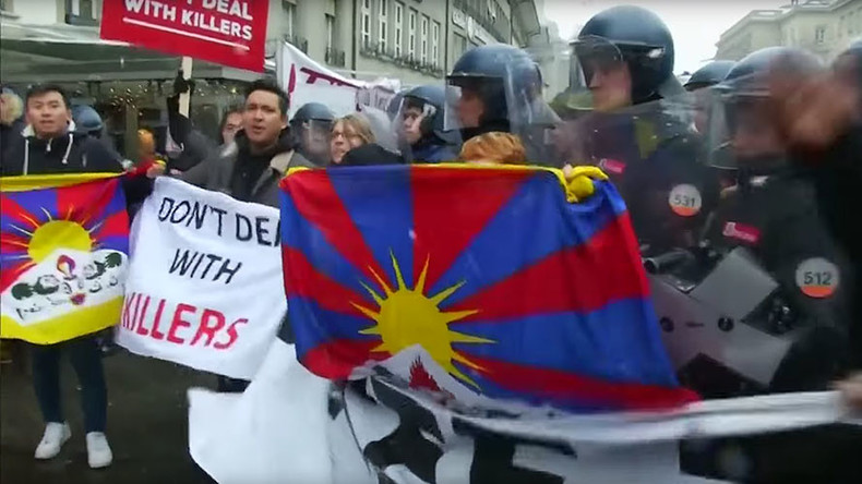 Tibetan protesters arrested during Chinese leader's visit to Switzerland (VIDEO)