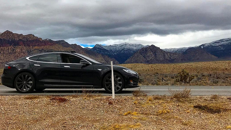Tesla driver stranded in desert after car app fails
