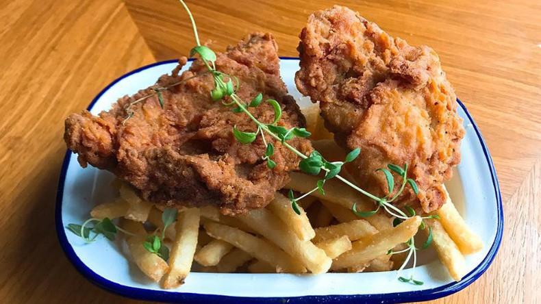 Vegan 'fried chicken' shop divides opinion in London