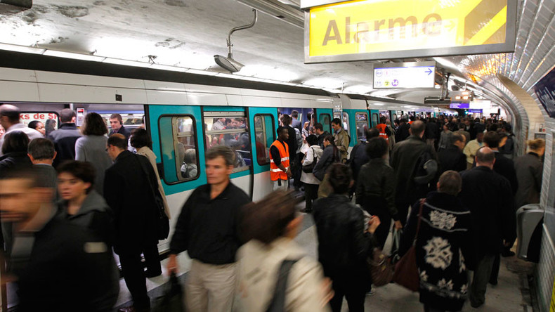 Alert in Paris as knifeman targets metro riders at random