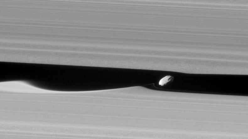 NASA's Cassini craft captures Saturn's 'wavemaker' moon like never before (PHOTOS)