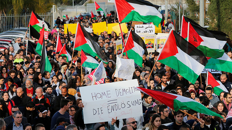 1,000s of Israeli Arabs protest against housing demolitions & killing of Bedouin teacher (PHOTOS)