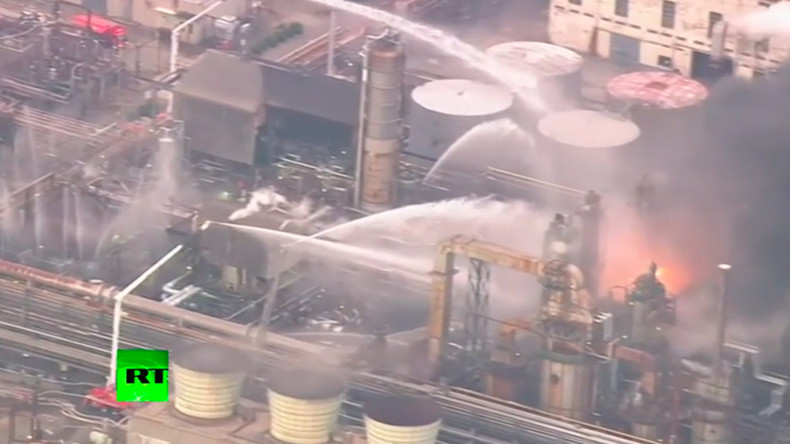 Evacuation orders for over 2,900 as huge fire breaks out at Japanese petroleum plant (VIDEO)