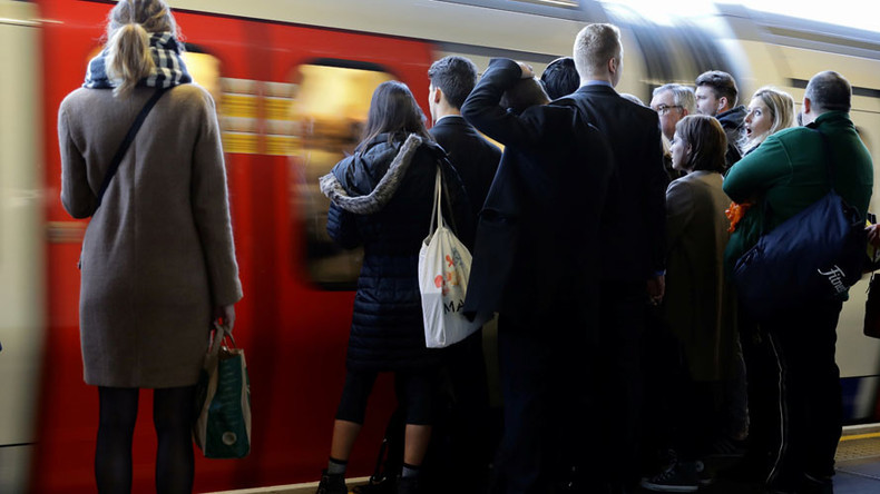 Train derailment leaves Londoners facing chaotic commute