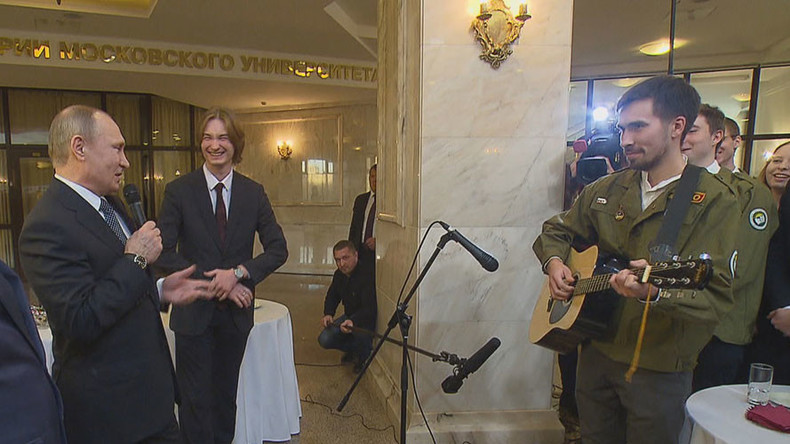 Putin jam: Russian president surprises audience, sings Soviet cosmonauts' song (VIDEO)