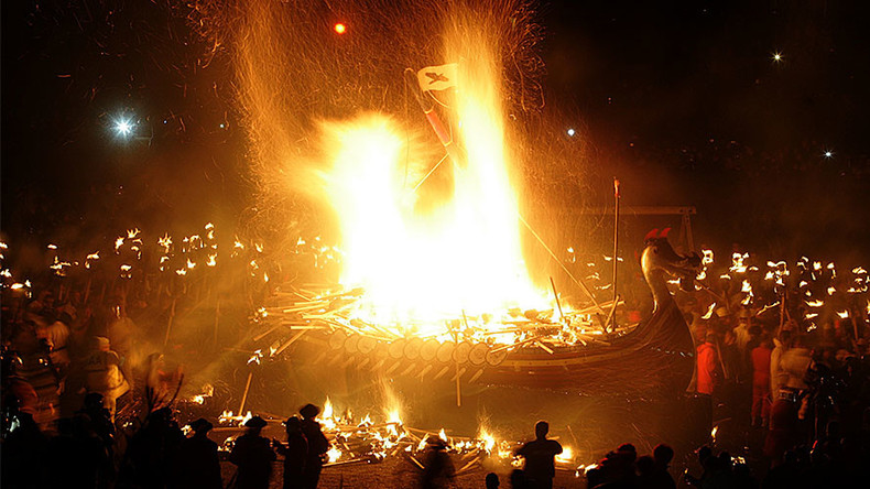 Vikings crown dramatic march on Scotland with ship-burning crescendo (VIDEO)
