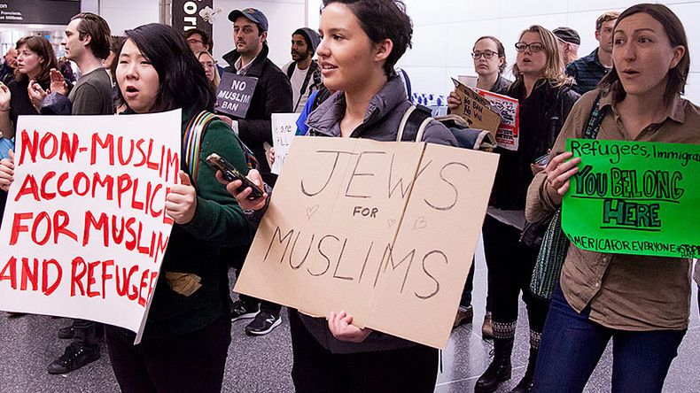 48 British rabbis cite Holocaust in condemnation of Trump's 'Muslim ban'