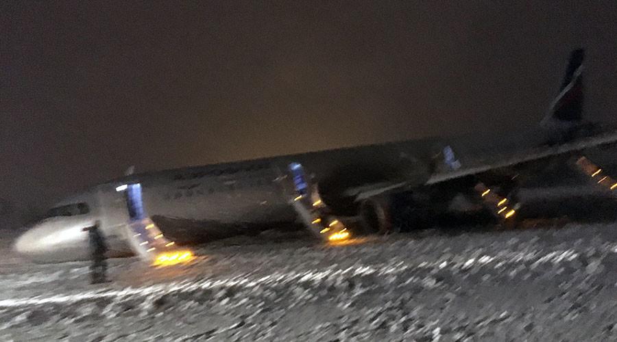 Rough landing: Plane veers off runway in Russia, passengers evacuated (VIDEO)
