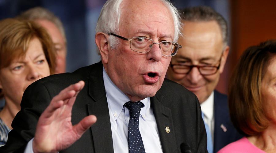 Healthy debate? Sanders' giant Trump tweet prop sparks photoshop battle (VIDEO, PICTURES)