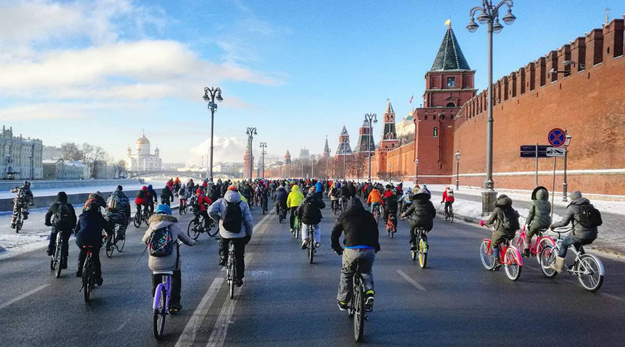 500 daredevils join Moscow bike parade despite extreme cold (VIDEO, PHOTOS)