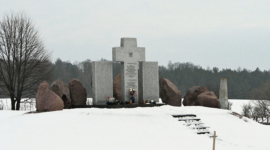 Monument to Polish WWII massacre victims desecrated with fascist symbols in Ukraine (VIDEO)
