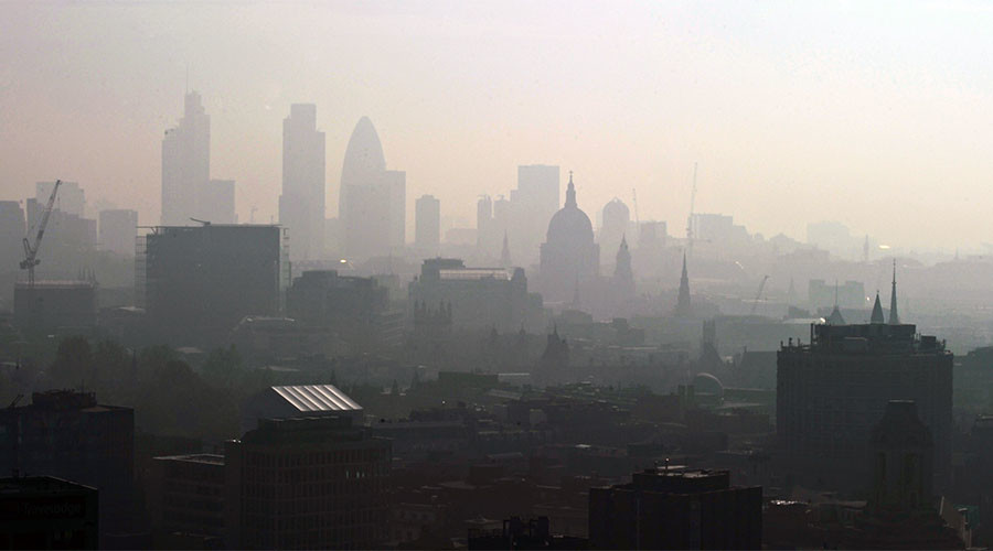 Govt accused of 'criminal neglect' over smog that killed 300 people in 10 days