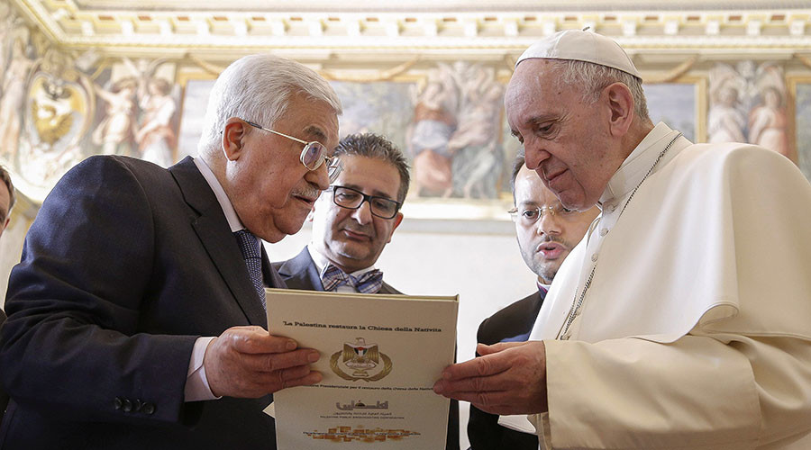 Abbas inaugurates Palestinian Embassy in Vatican, meets Pope Francis