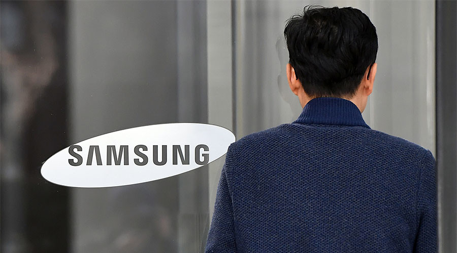 Head of Samsung faces arrest for bribery