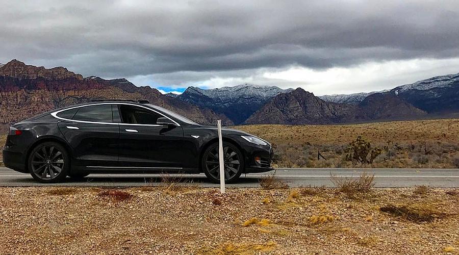 Tesla driver stranded in desert after car app fails