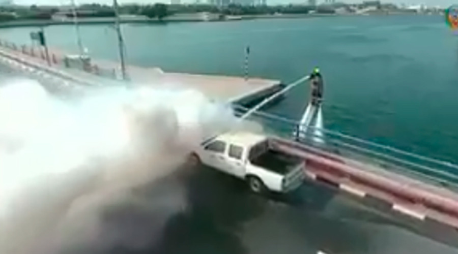 Double jet power: Dubai launches flyboard-equipped firefighting team (VIDEO)