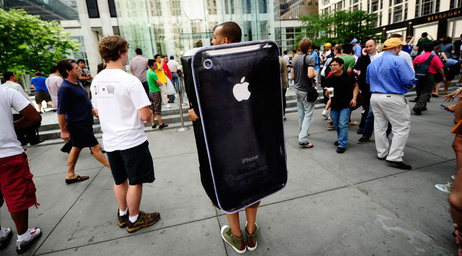 Apple stock slips after Barclays downgrade ahead of projected sales slowdown