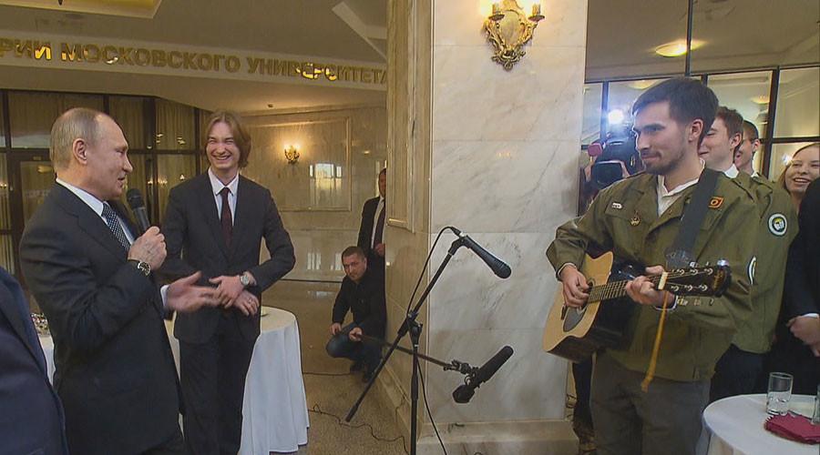 Putin jam: Russian president surprises audience, sings Soviet cosmonauts' song (VIDEO)