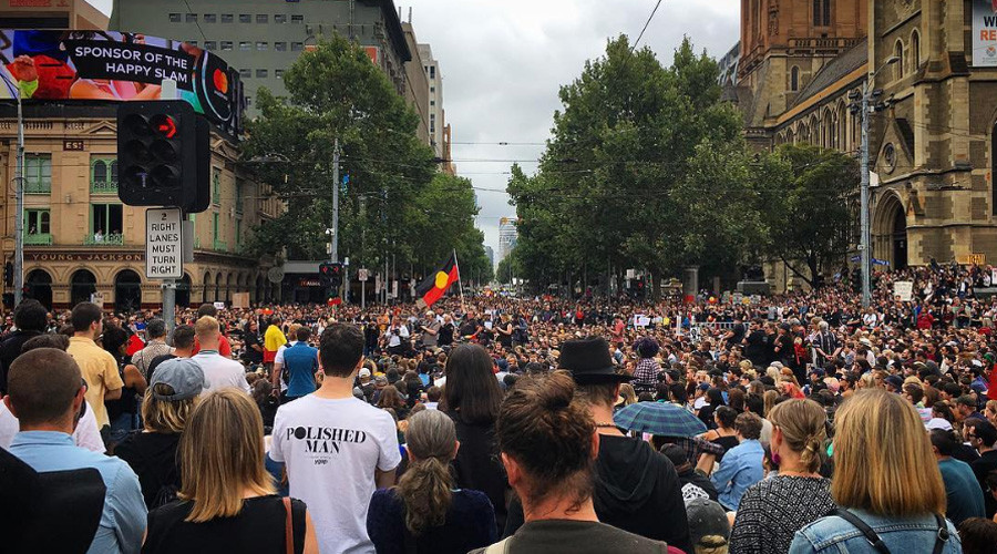 Violence erupts as police & protesters clash during Australia Day in Sydney (PHOTOS, VIDEO)