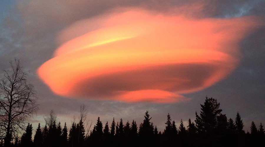 Mysterious UFO cloud hovers over Sweden (PHOTOS)