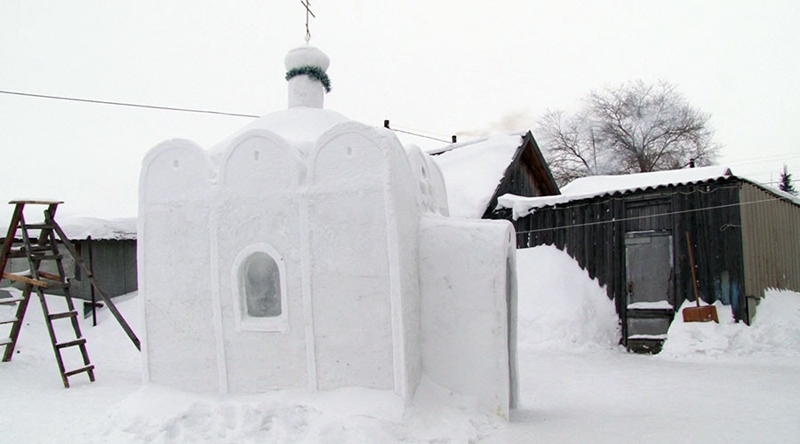 Siberian man spends 45 days sculpting church out of snow (VIDEO)