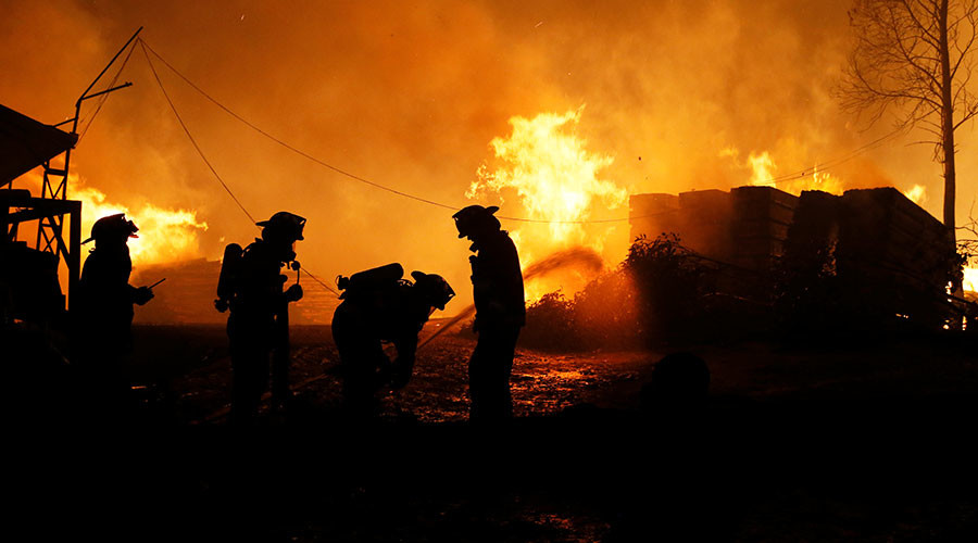 11 dead as wildfires engulf Chilean countryside, foul play suspected (VIDEO)