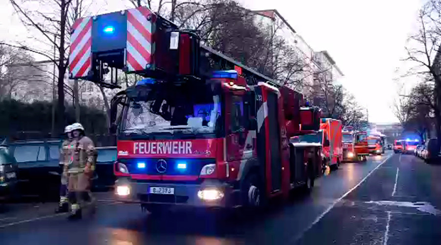 Fire breaks out in former school turned refugee center in Berlin (VIDEO)